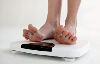 feet-on-weighing-scale